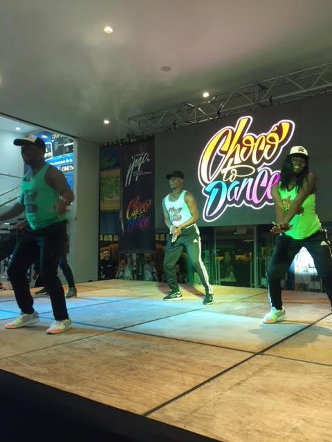 Foto bailarines tarima